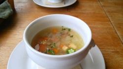 前菜の野菜のスープ