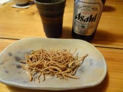 蕎麦チップと瓶ビール